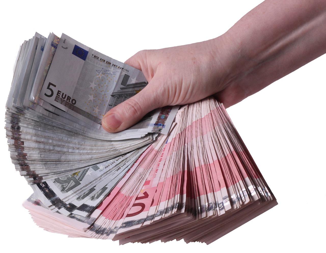 eurobankovky v ruce